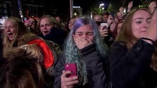 Hordes huilende fans voor 5 Seconds of Summer - RTL LATE NIGHT