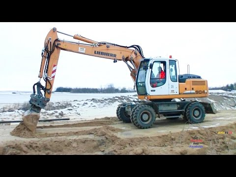 Liebherr A904C Rubber Duck Cleaning Up
