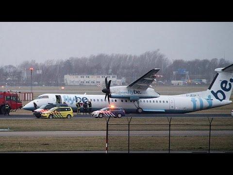 Amsterdam: Flugzeug legt Bruchlandung hin