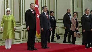 Cumhurbaşkanı Güney Kore'de istiklal marşı okunurken asker selamı verdi