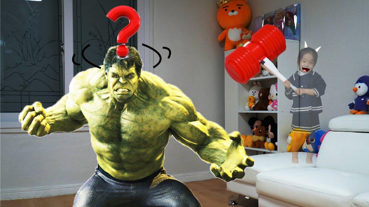 헐크가 나타났다! 슈퍼히어로 어벤져스 스파이더맨 변신! 꾸비의 투명망토 놀이 Hide and Seek Magic Cloak Play with Avengers Hulk