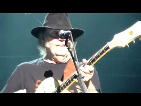 Neil Young - Walk On - Montreux Jazz Festival - 12 July 2016 mp3