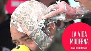 Ignatius se afeita la cabeza por la COMMEDIA #LaVidaModerna