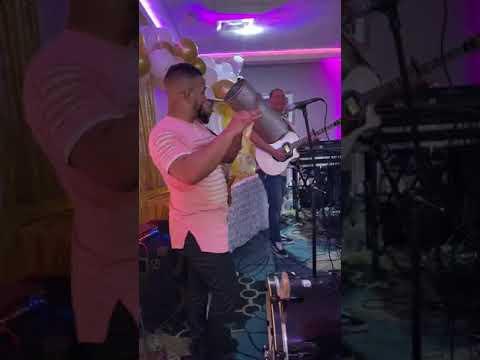 Chucky Santos & Mortifero Güira & La Banda Bachatera - Esa Mujer mp3 letöltés