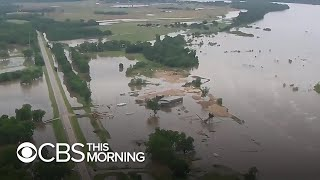 Oklahoma residents forced to evacuate as barges break free