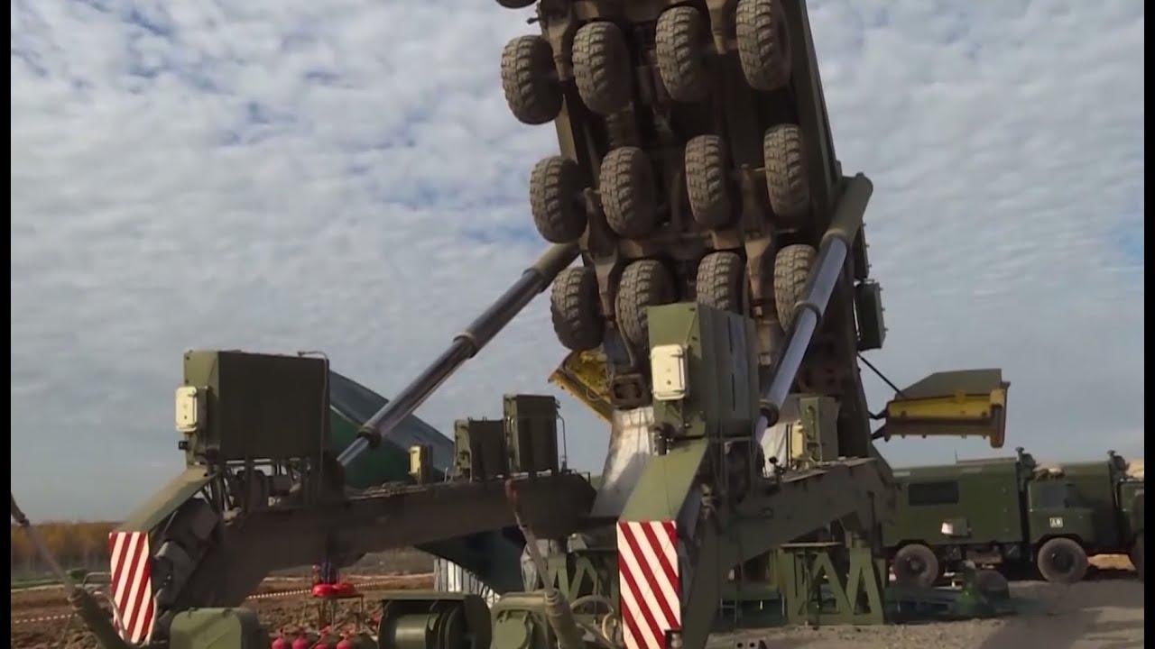 Загрузка баллистических ракет «Ярс» в пусковую установку