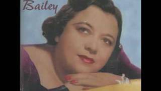 Watch Mildred Bailey Trust In Me video