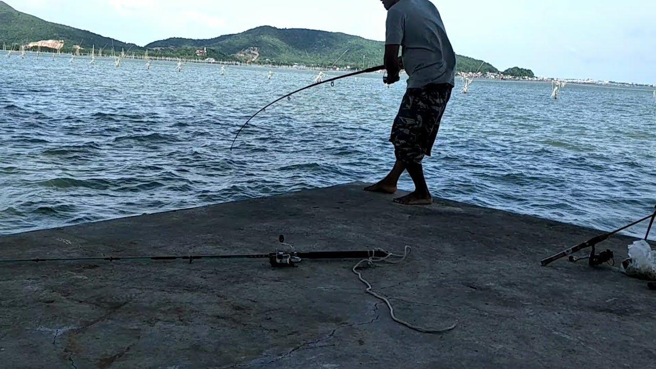 ตัวนี้ถือว่ายังไม่ใหญ่!!ตกเบ็ดในทะเล!!กับบรรยากาศที่สุดยอด!!?