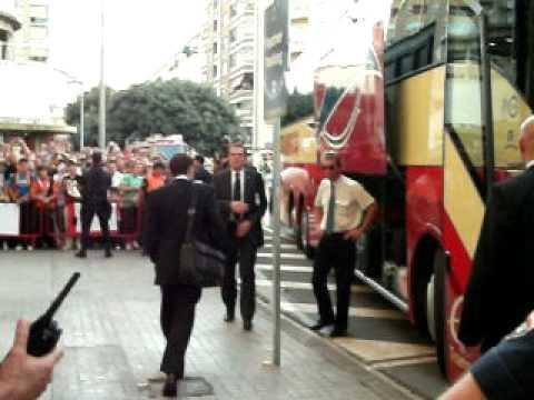 Llegada del bus del Man United a Mestalla (Valencia). United bus is coming. 29-9-10