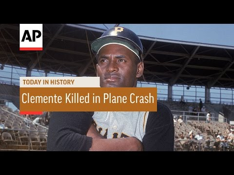 Roberto Clemente Killed in Plane Crash - 1972 | Today in History | 31 Dec 16
