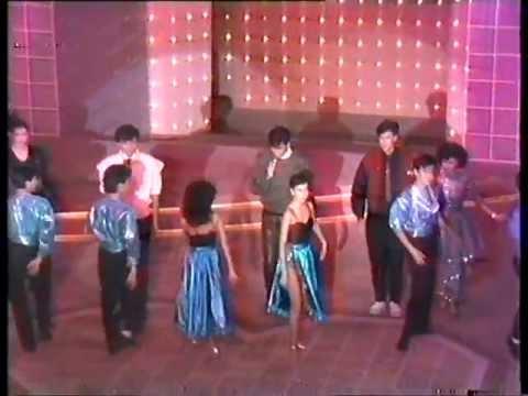 小虎隊 胡渭康 林利 孫明光 Do The Hustle&顧家輝Freak Show on the Dance Floor 在歡樂滿東華1984 - YouTube