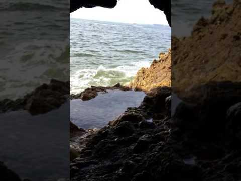 Cave prospecting massive quarts vain