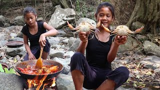 Find Catch Crabs for Food in The Forest  Cooking Crab Curry with Spicy Chili for Eating delicious