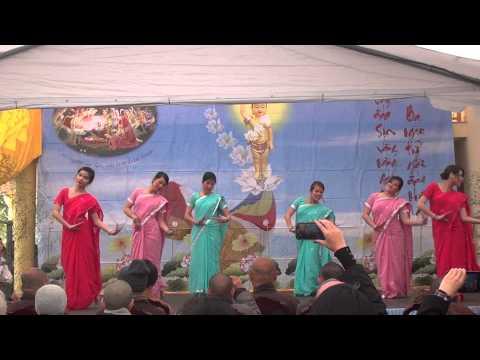 Phat Dan 2013 : Múa Phật Đãn sanh