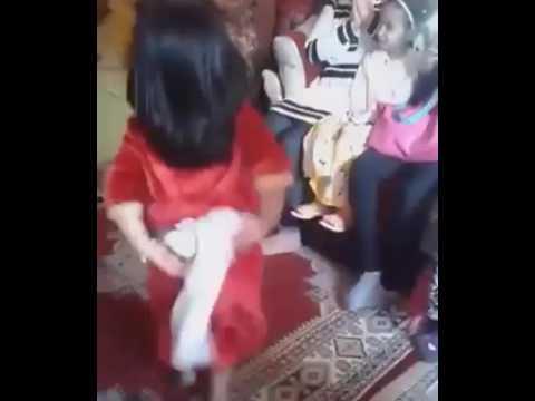 طفلة ترقص بمهارة الشعبي المغربي chaabi marocain maroc thumbnail