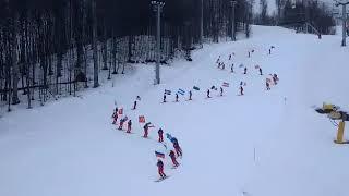 Заезд с флагами на горнолыжном курорте Красная Поляна