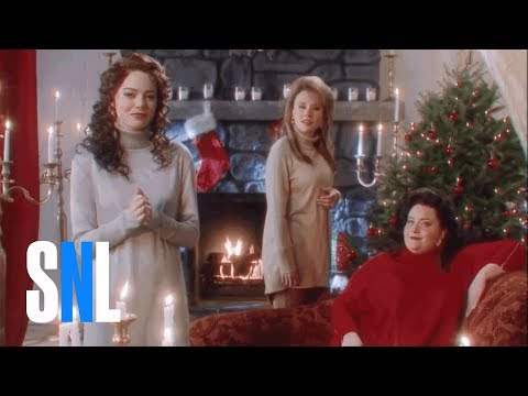 Lisa Foxx - Emma Stone Re-Gifts Christmas Candle On SNL!
