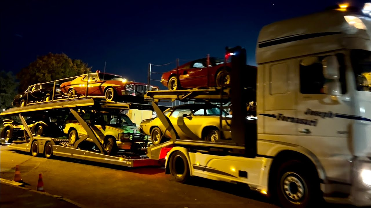 On charge 3 Semi Remorques pour notre grande Expo de Lyon !