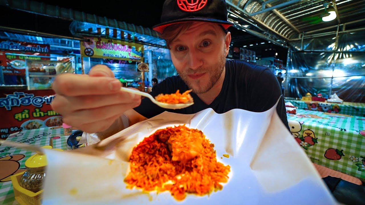 I was SHOCKED of this BANGKOK Street Food / ฝรั่งกินอาหารไทย / Night Market Thailand