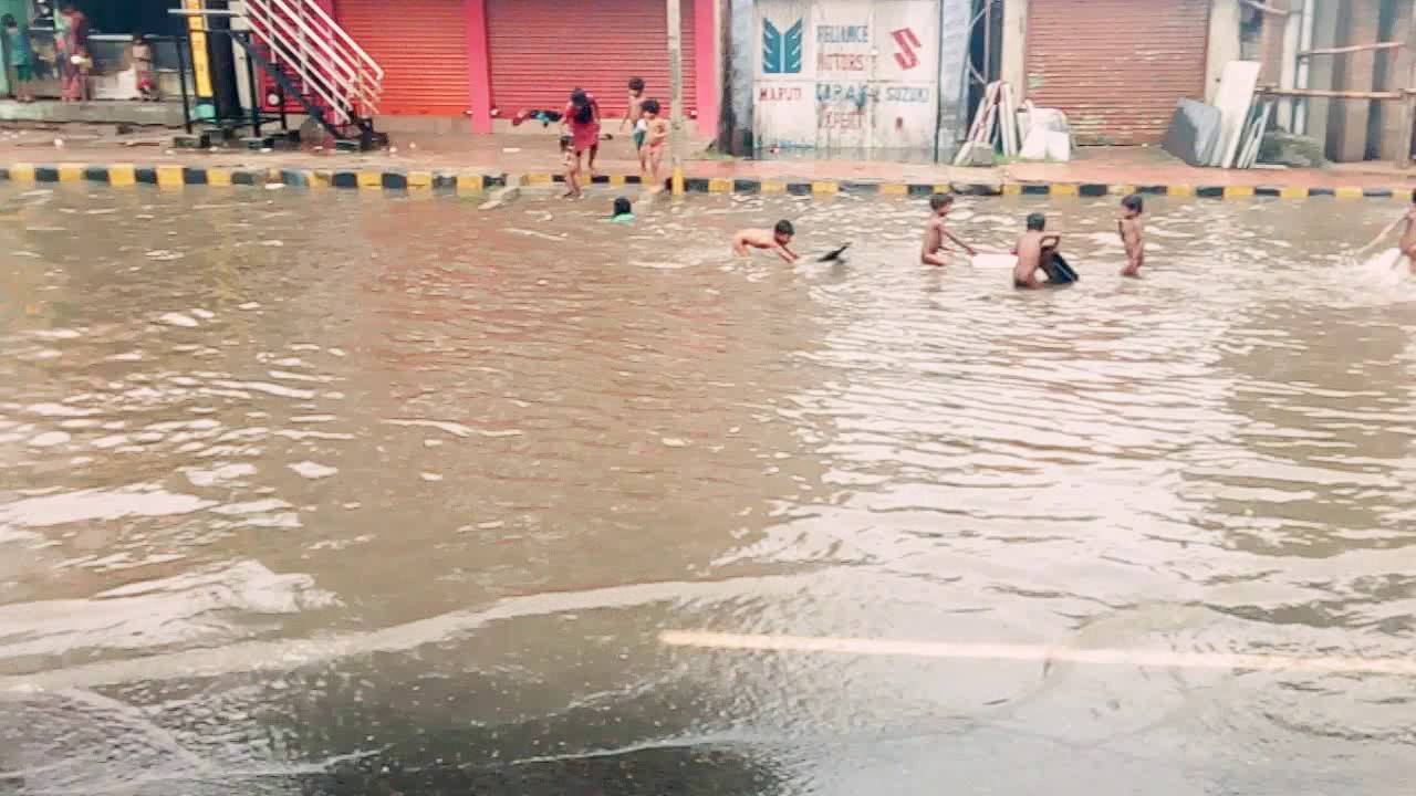Kids Making There Own Swimming Pool On Road Youtube