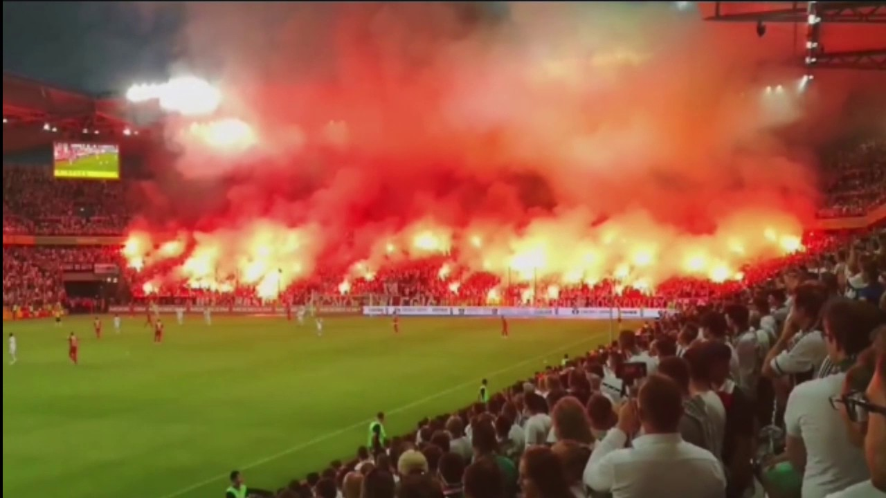 Football PYRO PARTY - 2017 - Legia Warschau - ULTRA Fans having some FUN