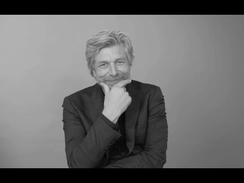 What is Karl Ove Knausgaard's excuse for being late?