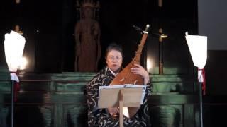 横浜三渓園の旧燈明寺本堂にて、「薩摩琵琶のしらべ」で演奏された「演...