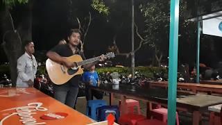 Suket Teki - Didi Kempot - Pengamen jalanan Keren sekali | Taman Bungkul Surabaya