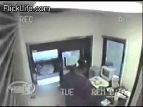 Ohio Cop Maces & Assaults Female Teenage Cashier