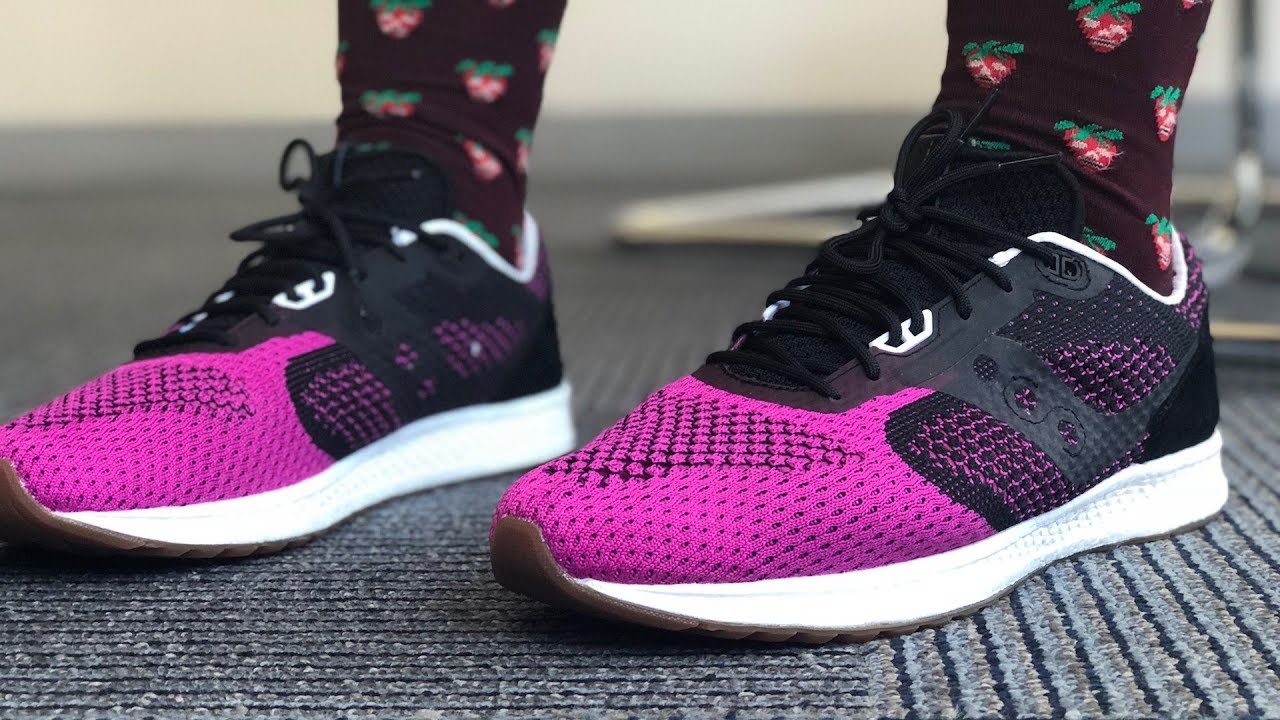check out b239e 21a40 MY FIRST PINK SNEAKERS: Sole Box x Saucony Pink Devil EVR On-Feet Review
