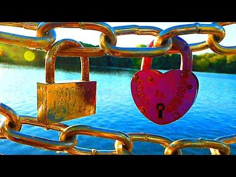 Замки любви на мостах. История традиции.