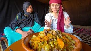 Eating with NOMADS in the SAHARA DESERT 🇲🇦 Medfouna (Berber Pizza) in Morocco!!