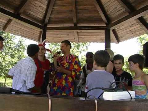 Karaoke in parc - Distractie in Otopeni cu actorul Gabriel Arsenie