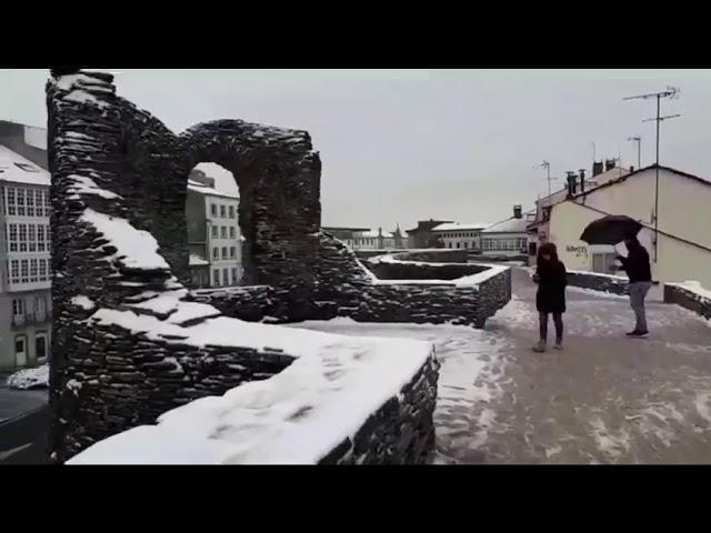 Un manto blanco cubre Lugo ciudad
