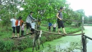 E:\Lien Khuc Que Huong - Thanh nien Bao Thuan.wmv