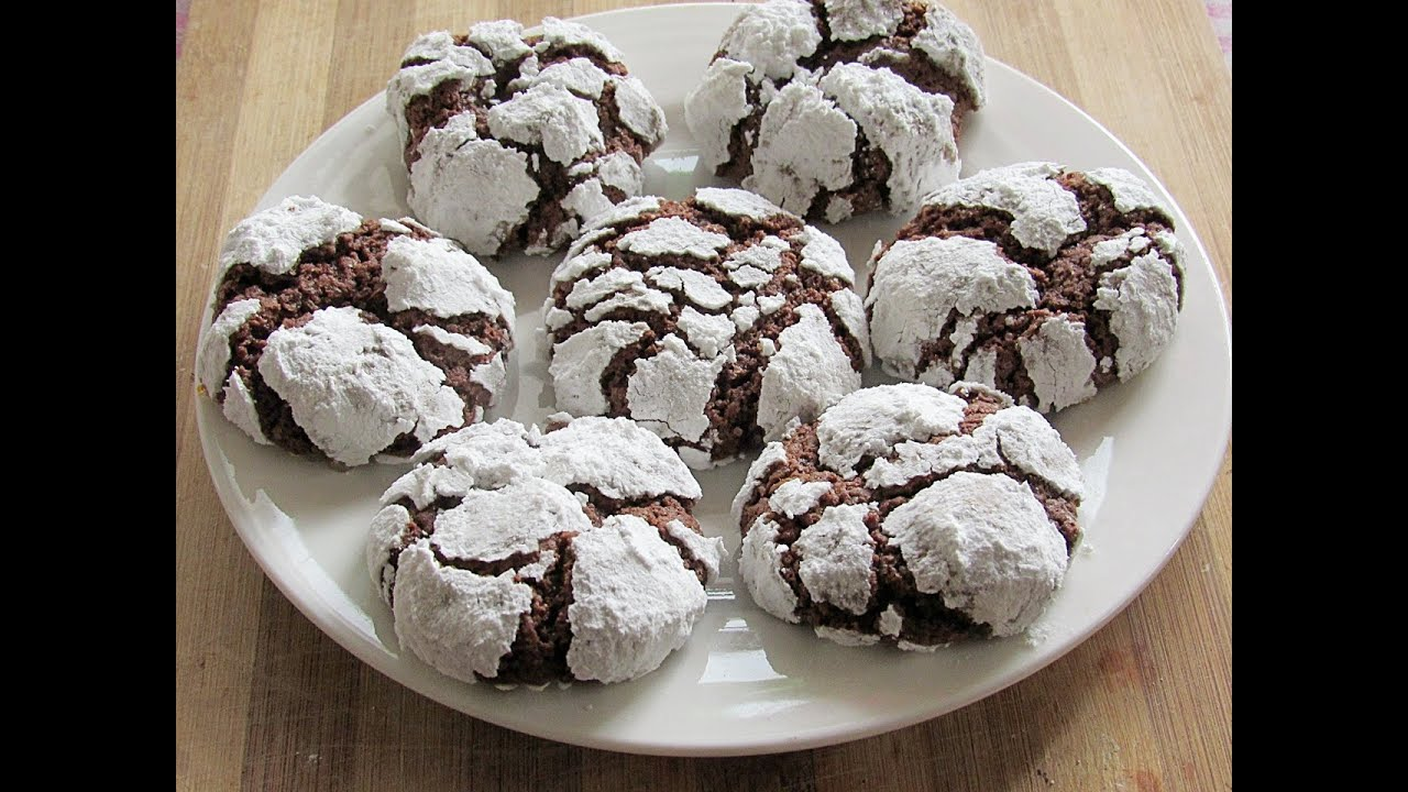 Recipe for chewy chocolate crinkle cookies