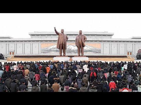 شاهد: الزعيم الكوري يحيي الذكرى 77 لمولد والده كيم جونغ إيل…  - نشر قبل 7 ساعة