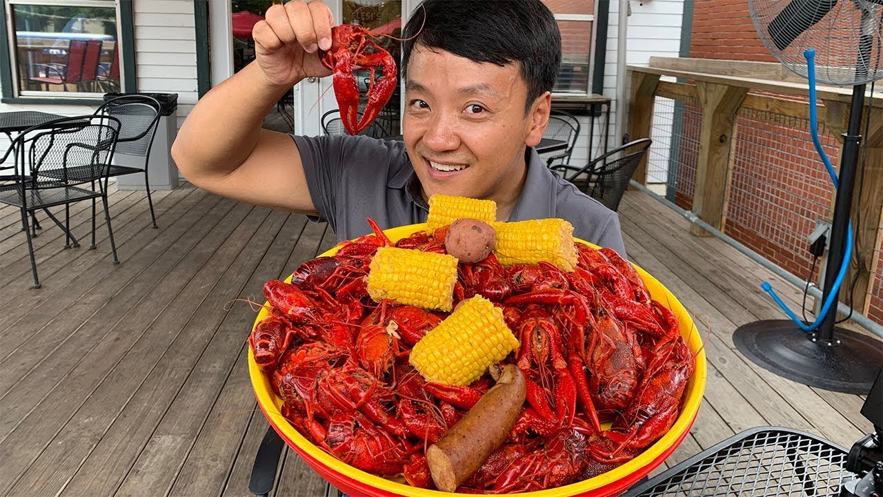 ULTIMATE Cajun / Creole Food Tour of New Orleans   6 POUND Crawfish Boil!