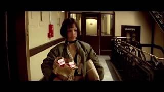 Леон открывает дверь Матильде ... отрывок из фильма (Леон/Leon)1994