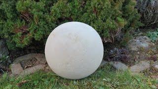 Deko für Garten selber machen . Kugel ca  Ø 250 mm aus Beton .