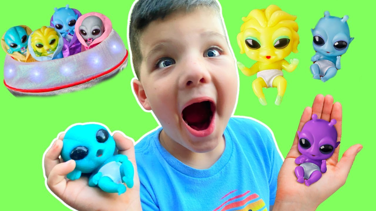 BABY ALIENS from OUTERSPACE! CALEB PRETEND PLAY with MOMMY and NEW UFO ALIEN FRIENDS + HIDE N SEEK!