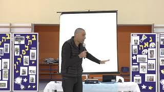 אנדי  רם בהרצאה מעוררת השראה בבית ספר אלון בחיפה 2018