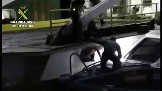 Guardia Civil salva a dos polizones en el barco de Melilla