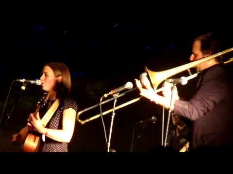 Francofolies 2009 : Sophie Hunger - Round and Round (Live)