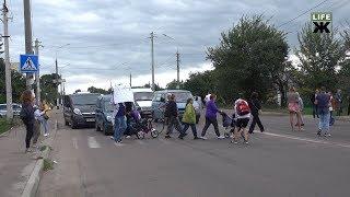 Мешканці Крошні заблокували дорогу: вимагають повернути маршрути 53 та 53а