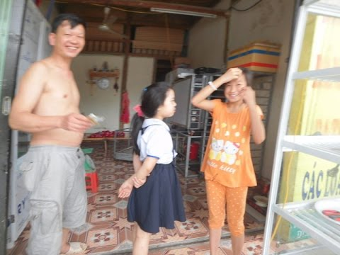 ベトナムラオカイのムニュムニュお口の少女10歳