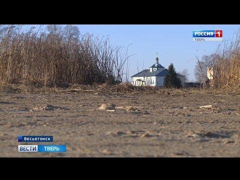 Остатки старого Весьегонска теперь видно из-за обмелевшего Рыбинского водохранилища