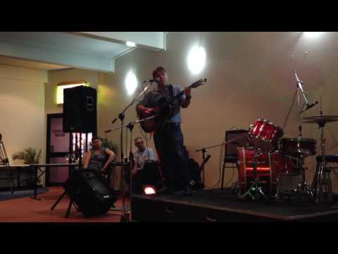 Darren Hanlon live on Guitar in Biloela