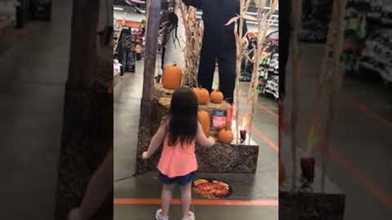 little girl dances to halloween theme || viralhog - youtube
