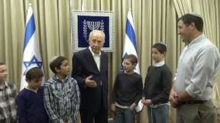 נשיא המדינה שמעון פרס במפגש מרגש עם בניהם של רס